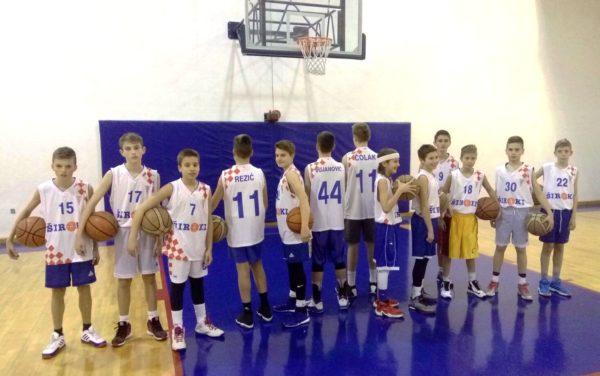 HKK Široki razveselio djecu iz škole košarke